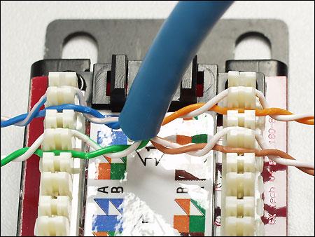 На рисунке видно, как разложены витые пары на IDC модулях патч-панели в соо